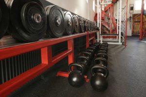 Instalación suelo de caucho gimnasio Sevilla - Solucont